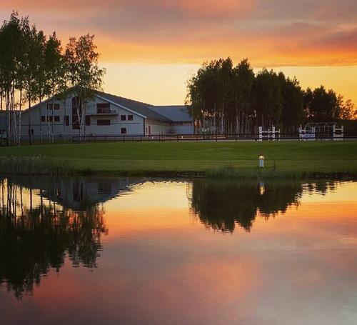 Gården i solnedgång